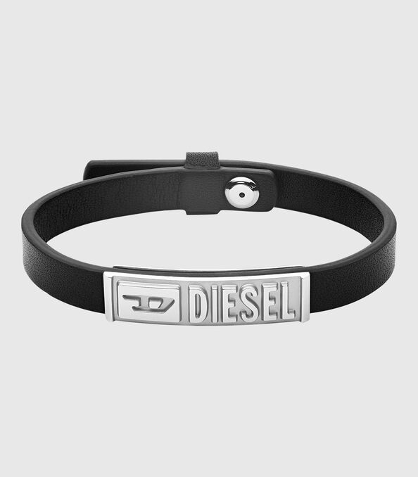 https://pt.diesel.com/dw/image/v2/BBLG_PRD/on/demandware.static/-/Sites-diesel-master-catalog/default/dw895c5118/images/large/DX1226_00DJW_01_O.jpg?sw=594&sh=678