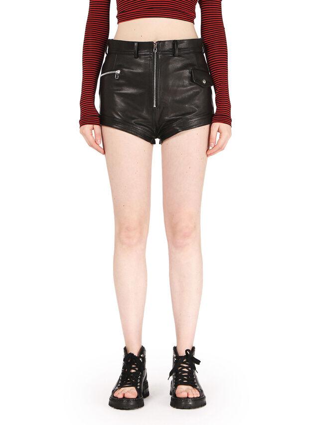 SAIST, Black leather