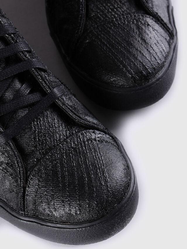 D-STRING PLUS, Black Leather